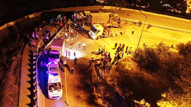 Öğrencileri taşıyan otobüs devrildi: 1 ölü, 27 yaralı