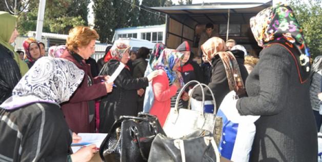İhtiyaçlı ailelere AK Parti yardımı
