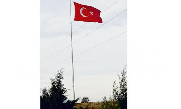 Arız'daki dev Türk Bayrağı hayran bırakıyor!