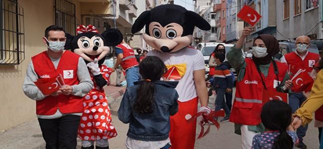 Genç Kızılay'dan çocuklara bayram sürprizi