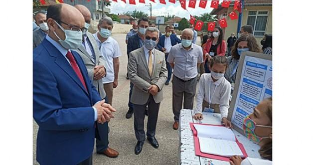 Karacabeyli öğrencilerden 4006 Tübitak Bilim Fuarı