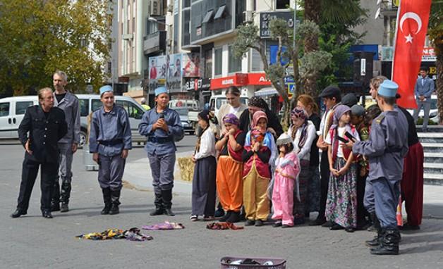 """""""TEMSİLİ DE OLSA BAŞÖRTÜSÜ YERE FIRLATILAMAZ!"""""""