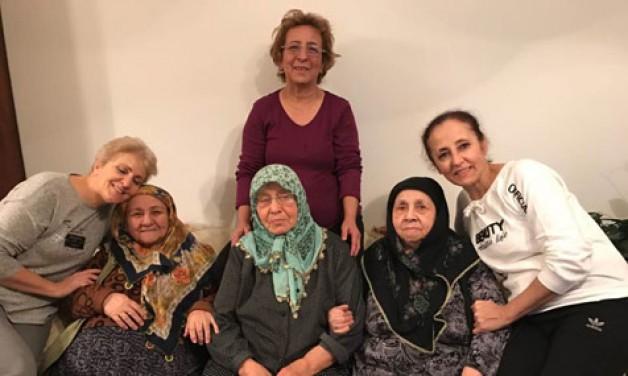 AK Kadınlar'dan yaşlılara hürmet