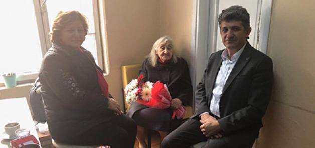 AK Parti'den yaşlılara anlamlı ziyaret