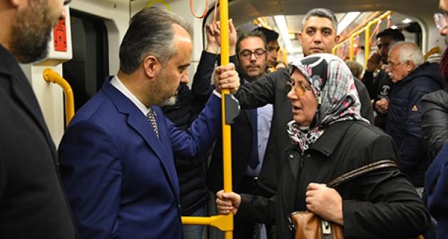 Aktaş metroda vatandaşı dinledi