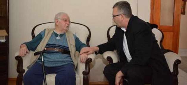 Başkan'dan 'Asırlık Çınar'a ziyaret