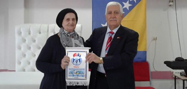 Bosna Sancak'tan kadınlara jest