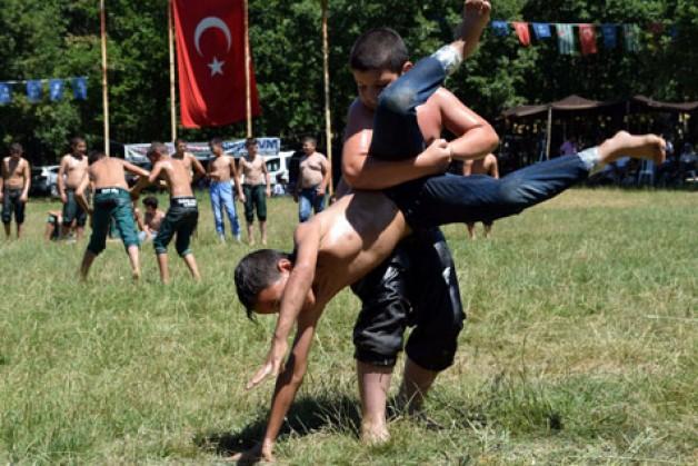 Bozağaç'ta güreş şenliği