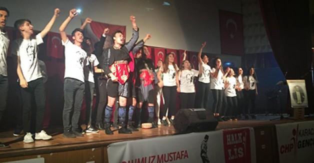 CHP'li gençlerden anlamlı yüklü program