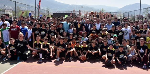 En geniş katılımlı sokak basketbolu