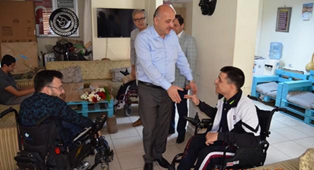 Engelliler Derneği'ne anlamlı ziyaret