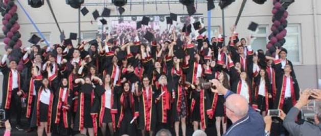 Fen Lisesi ilk mezunlarını verdi.