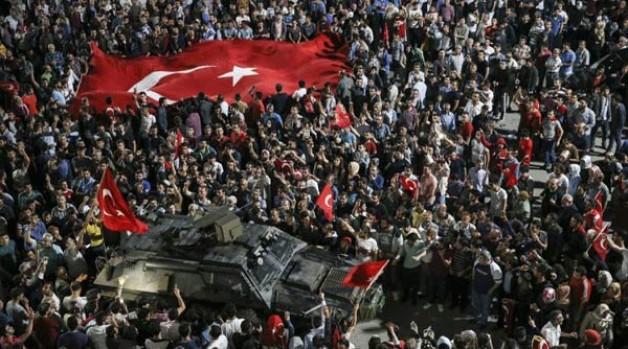 Türkiye'de darbe girişimi! Halk darbeye darbe yaptı!