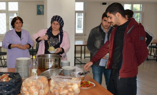 KMYO'dan öğrencilere çorba ikramı