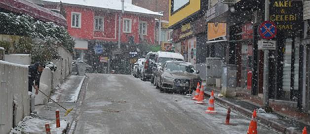 Karacabeyliler güne karla uyandı