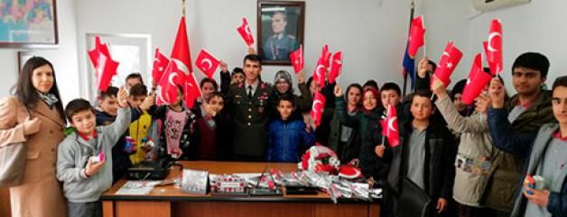 Öğrencilerden Mehmetçiğe moral