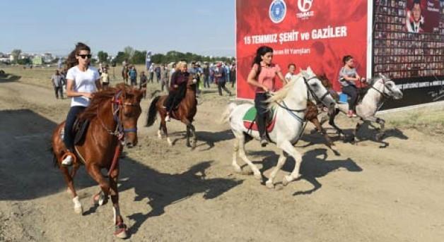 Rahvan atları 15 Temmuz anısına yarıştı
