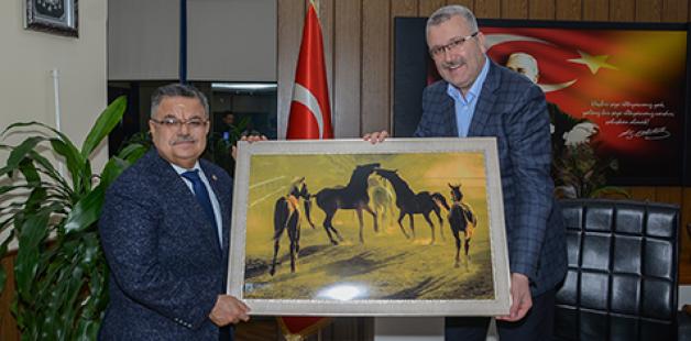 Selim Yağcı'dan Karacabey'e övgü