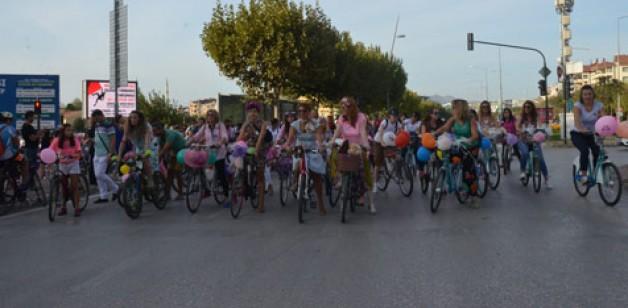 'Süslü Kadınlar'dan bisiklet farkındalığı