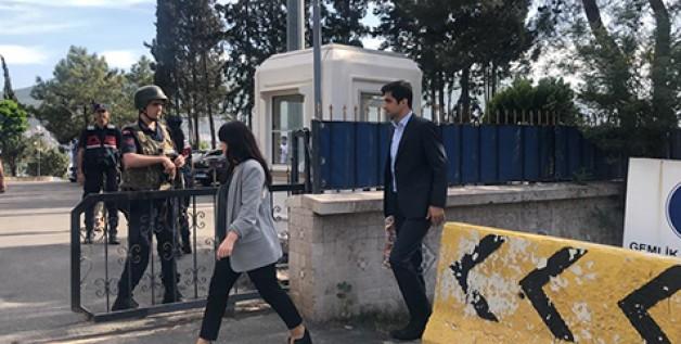 Terörist elebaşının avukatları İmralı'da!