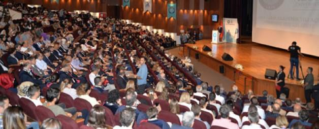Üniversitelilere ilk ders Çavuşoğlu'ndan