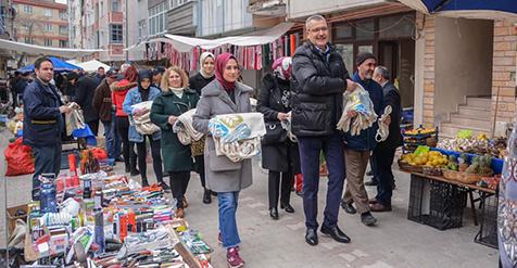 Özkan-ailesiyle-birlikte-pazaryerinde-3