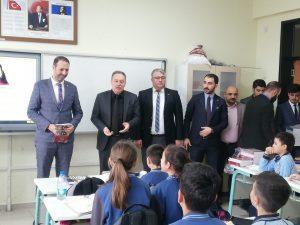 Ülkü Ocakları öğrencilere kitap dağıttı-3