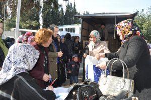 İhtiyaçlı-ailelere-AK-Parti-yardımı-3