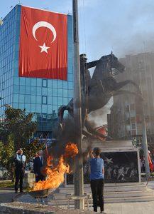 Atatürk-için-sadece-15-dakikalık-tören-1