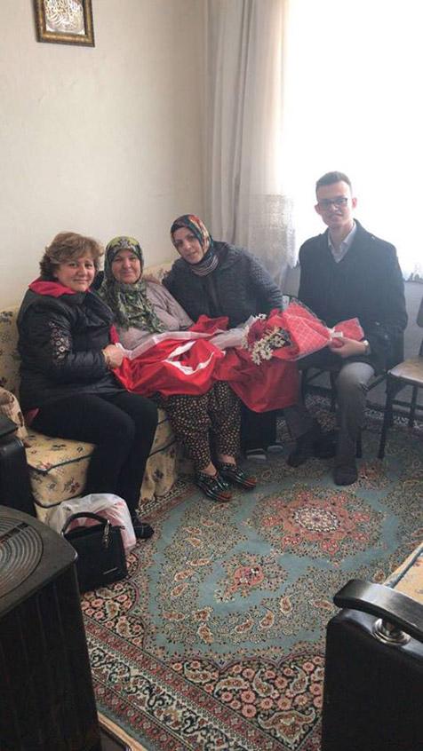 AK-Parti'den-yaşlılara-anlamlı-ziyaret-2