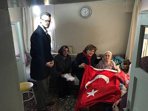 AK-Parti'den-yaşlılara-anlamlı-ziyaret-3