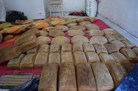 En-doğal-ekmeği-üretiyor-2