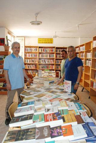Kütüphaneye-yeni-kitaplar-2