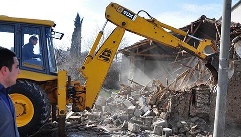 Metruk-binalar-yıkılıyor-2