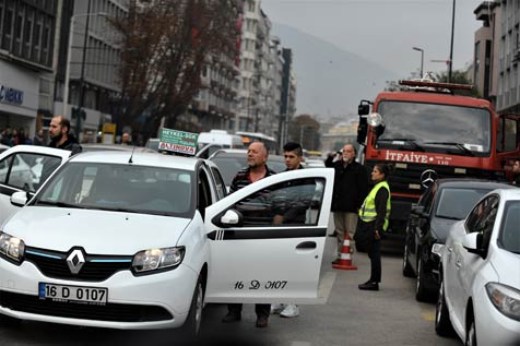 Saat-09.05'te-Bursa'da-hayat-durdu-3