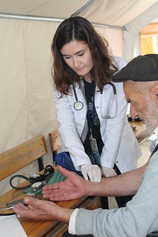 """Tıp-öğrencilerinden-""""sağlık-çadırı-2"""